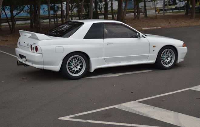 1 Crystal White R32 GTR V-Spec II Australia 1994 model images (1).jpg