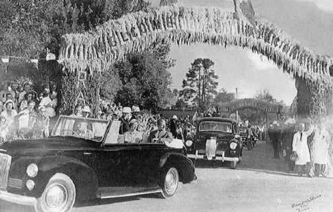 1948 Humber Pullman Royal tour of Australia 1954 5.jpg