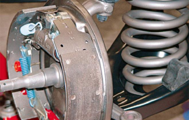 1966 Pontiac GTO drumb brakes.png