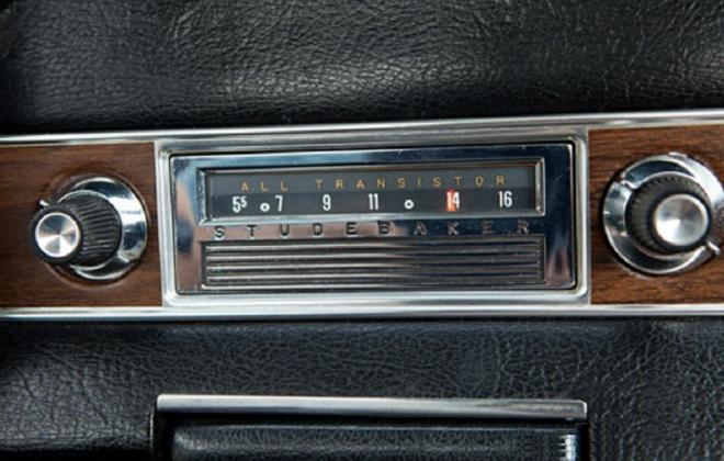 1966 Studebaker Daytoina Sports Sedan Studebaker radio image.png