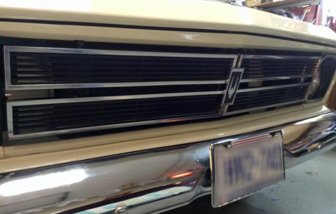 1966 Studebaker front grille and hawk emblem.png