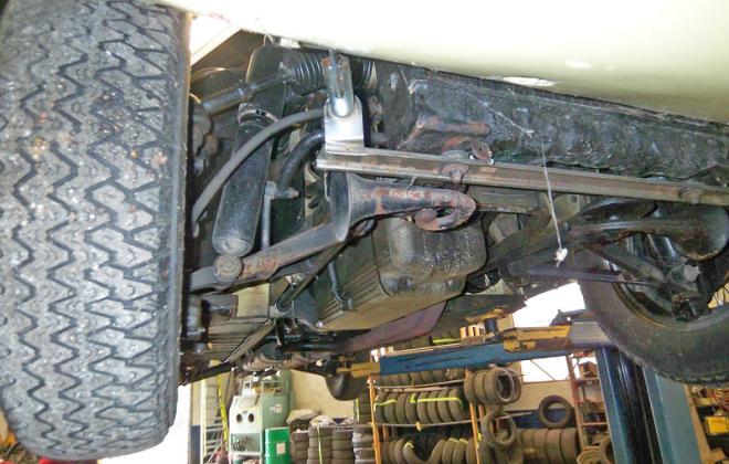 1968 Jaguar E-type front suspension.png