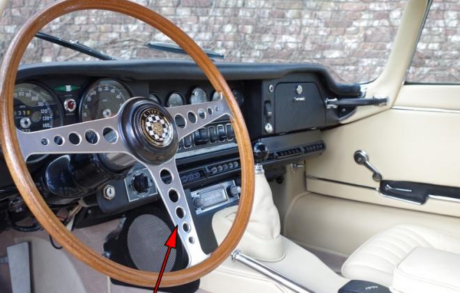 1968 Series 1.5 E-Type XKE steering wheel.png