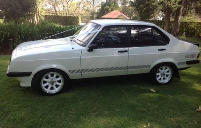 1980 Ford Escort RS2000 4-door sedan Australia white (8).JPG