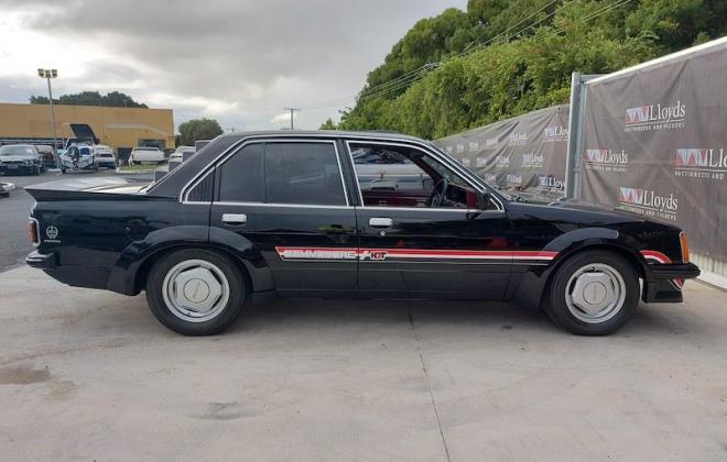 1980 VC Holden Commodore HDT Tuxedo Black V8 manual (7).jpg
