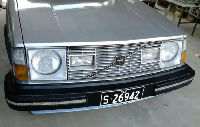 1980 Volvo 242 GT Australia silver two tone blue (10).png