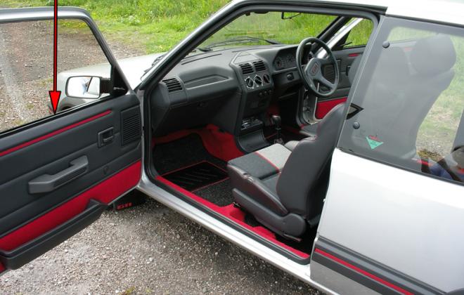 1989 Phase 1.5 Peugeot 205 GTI door card trim.png