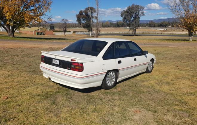1990 Holden Commodore VB SS V8 white pictures (6) 2021.jpg