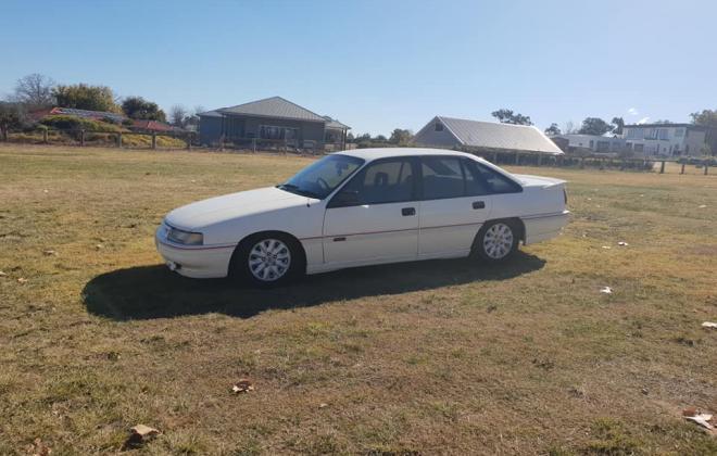 1990 Holden Commodore VB SS V8 white pictures (7) 2021.jpg
