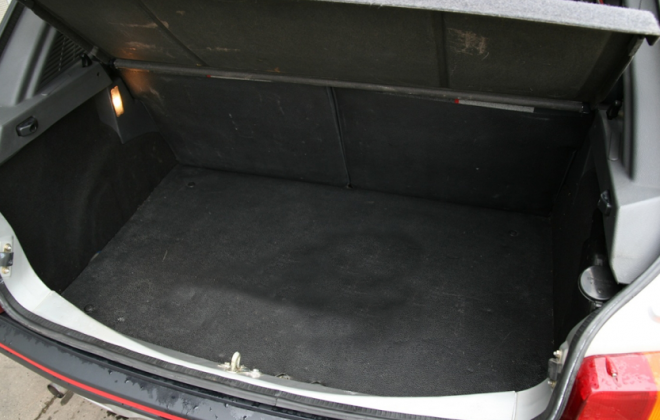 205 GTI Phase 1 trunk boot.png