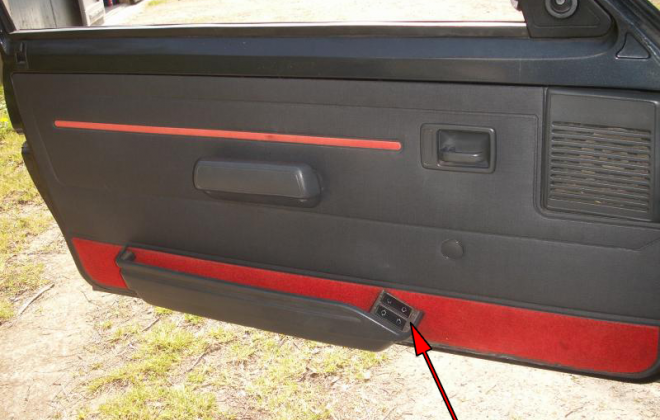 205 GTI door cards with electric windows.png