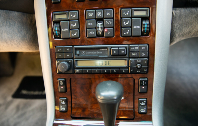 Becker BE 1492 C140 Mercedes radio coupe dash.png