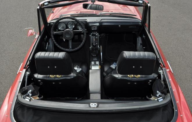 Begind seats Datsun roadster 2000.JPG