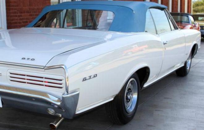 Blue top 1966 Pontiac GTO.png