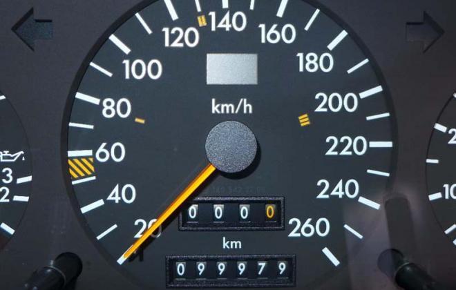 C140 mercedes km per hour instrument speedometer.jpg