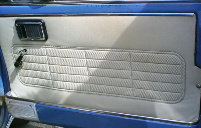 Clubman GT Kidskin door cards with basket-weave insert panel 1972.png