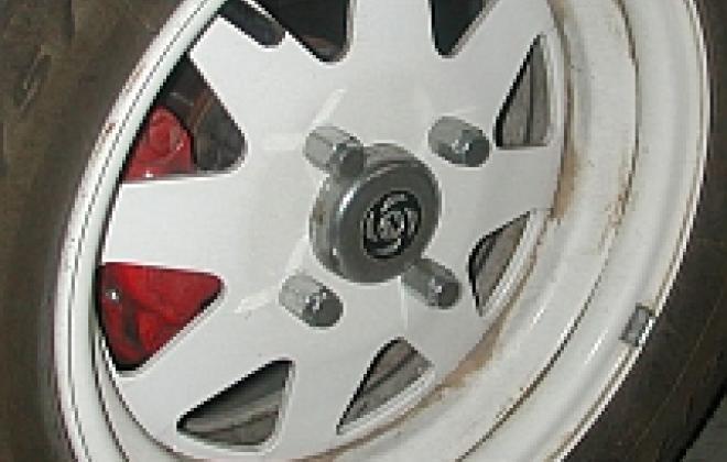 Disc brake type wheel with centre cap.jpg