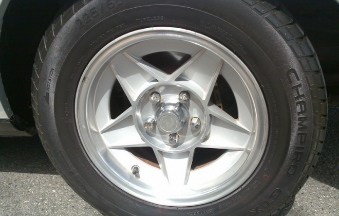 Ford XD ESP Bathurst Globe 15 inch wheels.png
