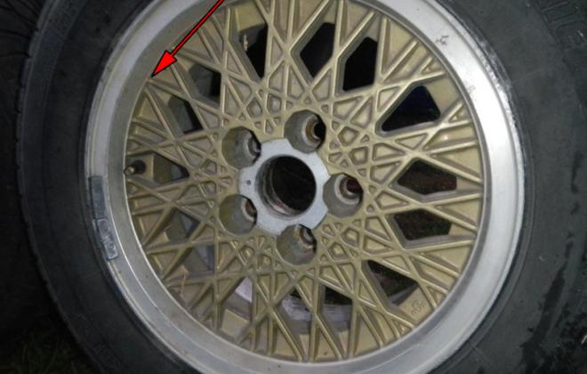 Ford XE Fairmont Ghia ESP snowflake wheels gold (2).png