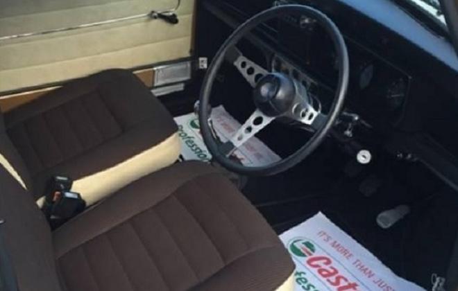 Front seats Nugget Gold 1275LS brown trim 1.jpg