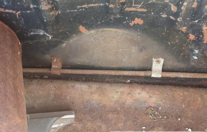 Fuel vapour line clips.jpg