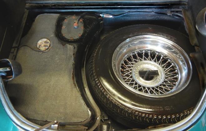 Jaguar XK-E E-type gas tank and spare wheel.jpg