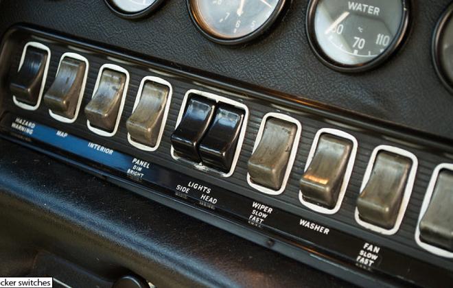 Jaguar XKE E-Type dashboard instruments rocker switches (2).png