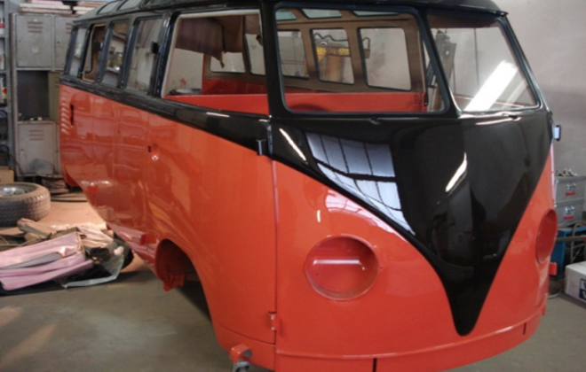 L73 Chestnut Brown over L53 Sealing Wax Red  Volkswagen Deluxe Microbus Samba paint colour (1).png
