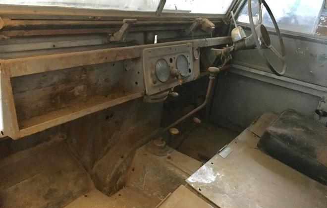 Land Rover 1957 series 1 front dashboard.jpg