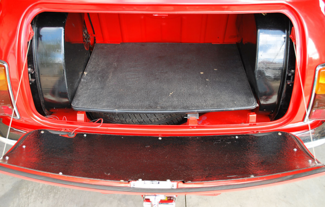 Leyland Mini Clubman GT Australia trunk boot board tanks.png