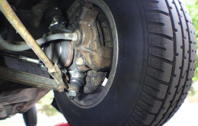 Leyland Mini Clubman GT disc brakes.png