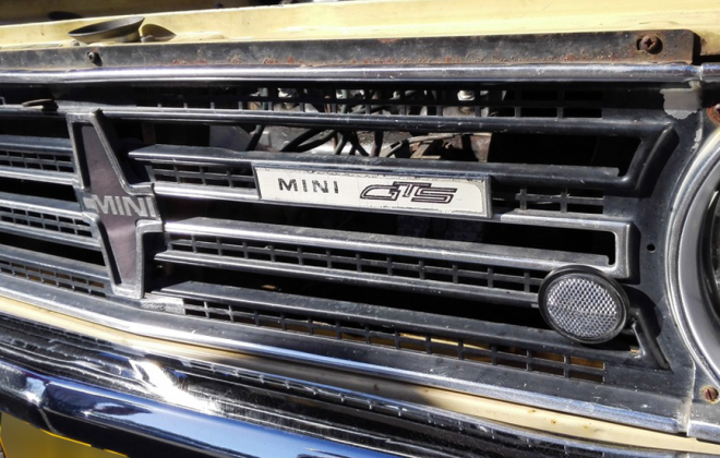 Leyland Mini GTS front grille late type with GTS badge.png