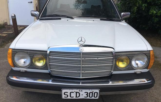 Mercedes 300CD front US spec lights.jpg
