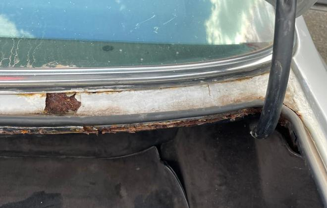 Mercedes 560SEC rust images rear window (1).jpg