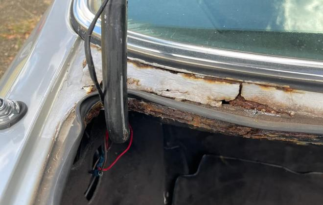 Mercedes 560SEC rust images rear window (2).jpg
