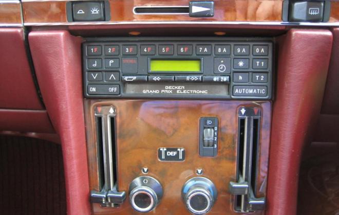 Mercedes 560SL Centre console.jpg