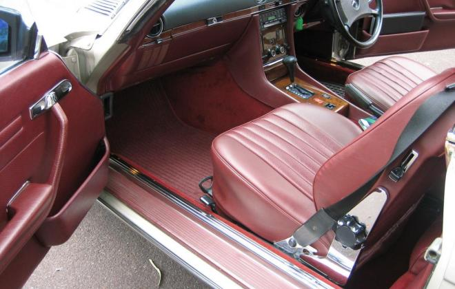 Mercedes 560SL Front seats and dashboard.jpg