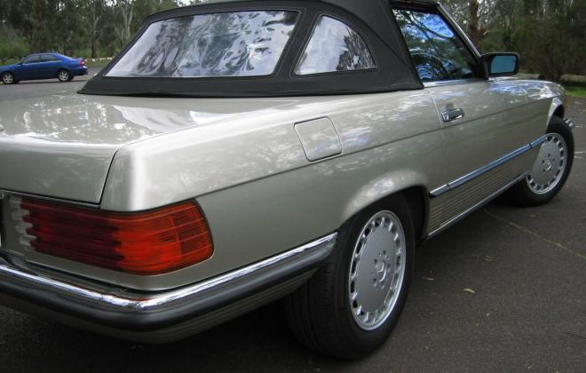 Mercedes 560SL Rear tail lights.jpg