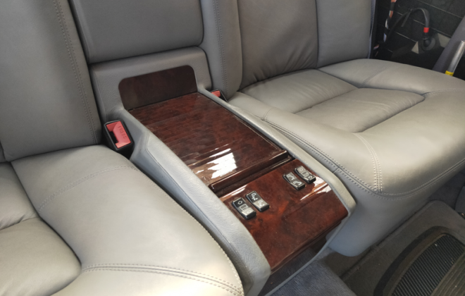 Mercedes C140 rear centre console with grey trim burl timber.png