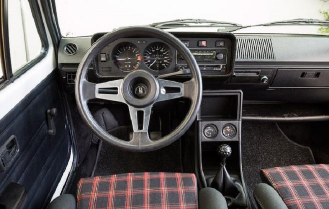 Mk1 Golf GTI Pre-facelift interior dashboard (3).jpg