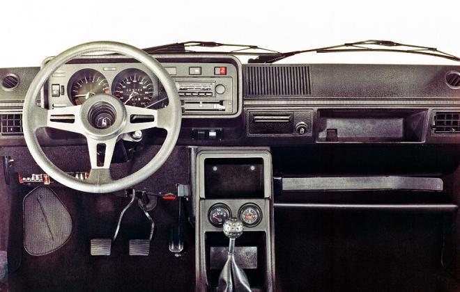 Mk1 Golf GTI Pre-facelift interior dashboard (4).jpg