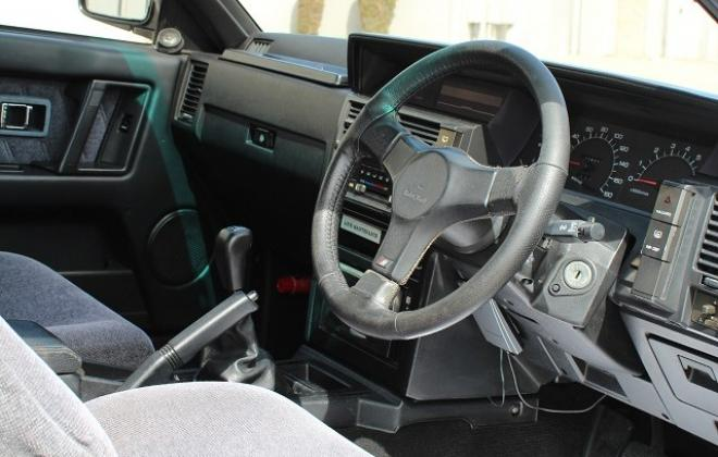 Nissan Skyline GTS-R interior features images (3).jpg