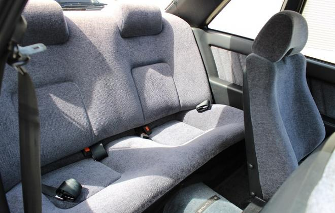 Nissan Skyline GTS-R interior features images (10).jpg