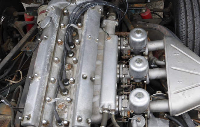 Non US E-type engine with triple SUs.png