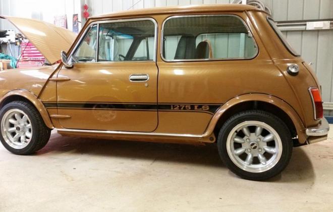 Nugget Gold Leyland Mini 1275 LS.JPG
