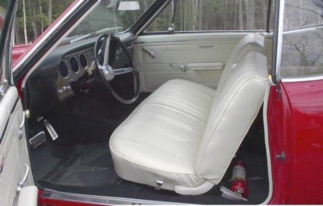 Parchment bench seat GTO 1967 Pontiac.jpg
