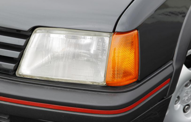 Peugeot 205 GTI Phase 1 amber lenses.png