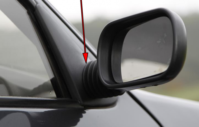 Peugeot 205 GTI side mirror with round base Phase 1.png