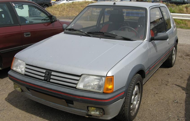 Peugeot 205 Phase 1 GTI SIlver paint.png