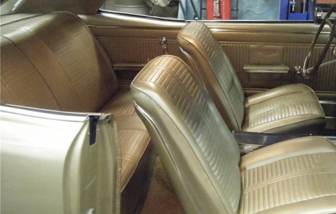 Pontiac GTO 1966 Medium Fawn Gold interior.png